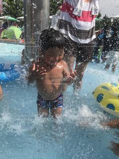 水から生まれた水太郎の写真・画像素材[713872]