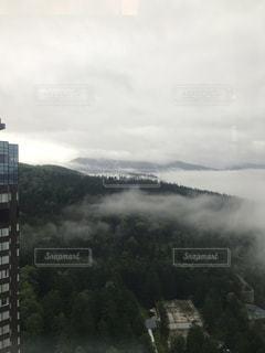 雲と雲の間にの写真・画像素材[2433182]