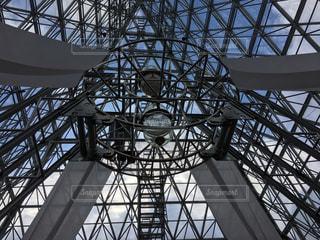 橋の上の大時計の写真・画像素材[1017835]