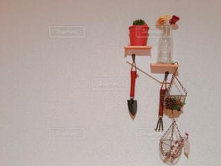 テーブルの上の花の花瓶 - No.806175