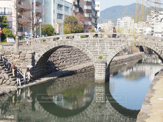 水の体の上の橋の写真・画像素材[851551]