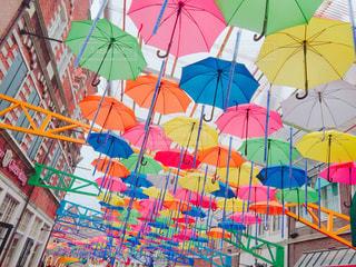 カラフルな傘の写真・画像素材[851969]
