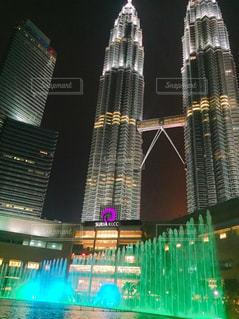 建物は夜ライトアップの写真・画像素材[1014242]