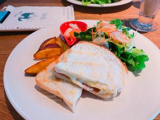 カフェ,食事,パン,サラダ,サンドイッチ,料理,ホットサンド,おいしい,ポテト