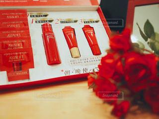 テーブルの上の赤い本 - No.757480