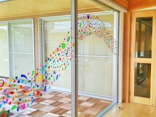 窓ガラスのインスタレーションの写真・画像素材[841489]