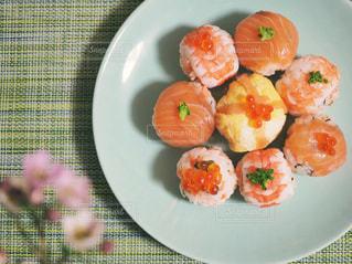 皿の上の食べ物の写真・画像素材[1036617]