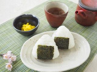 ほうじ茶と朝ごはんの写真・画像素材[1049998]