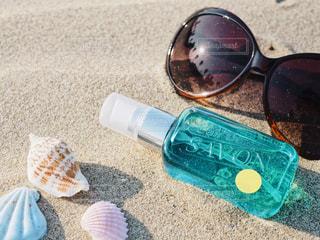 砂浜とサングラスとL'air De SAVONの写真・画像素材[1156349]
