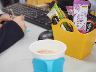 オフィスでホッとひと息カフェ気分の写真・画像素材[1280781]