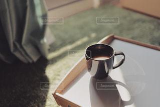 テーブルの上のコーヒー カップの写真・画像素材[1870718]
