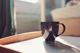部屋と朝の光とコーヒーの写真・画像素材[1870724]