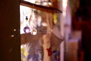 近くのガラス花瓶の写真・画像素材[921516]
