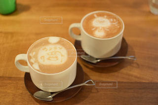 テーブルの上のコーヒー カップ - No.927715