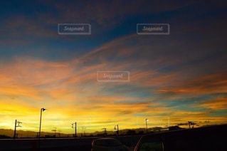 街に沈む夕日の写真・画像素材[1287777]