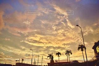 空には雲のグループの写真・画像素材[1440956]