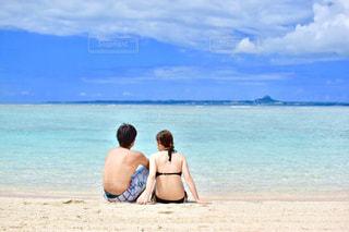女性,男性,海,カップル,後ろ姿,沖縄,人物,背中,夫婦,ポートレート