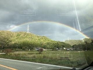 道路の虹の写真・画像素材[2508624]