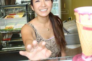 笑顔で働く楽しさの写真・画像素材[855836]