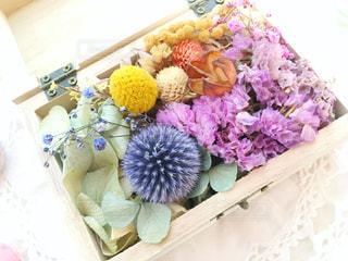 テーブルの上の花の花瓶 - No.958399