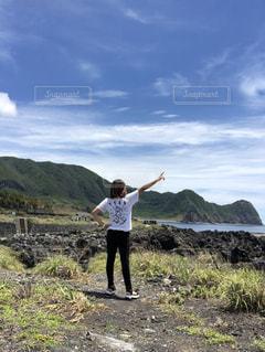 海,夏,後ろ姿,女,Tシャツ,シャツ,八丈島,ひとり旅,夏服,半袖