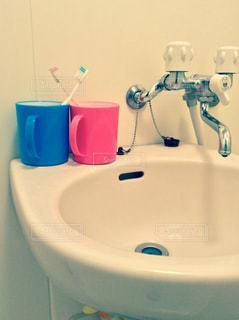ピンク,コップ,ブルー,お揃い,歯ブラシ,洗面台,我が家の洗面台