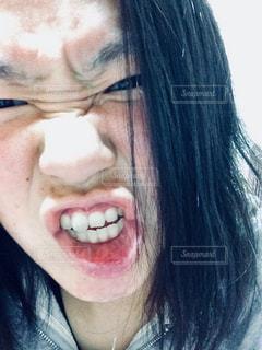 怒った顔の写真・画像素材[930389]