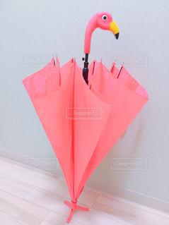 大きな赤い傘の写真・画像素材[794362]