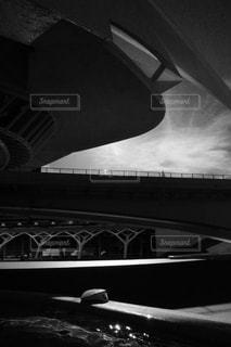 近くの橋の上の写真・画像素材[818381]