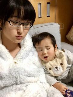 子ども,家族,親子,子供,寝る,人物,人,赤ちゃん,幼児,母,男の子,ママ,お母さん,ママと子供,寝た