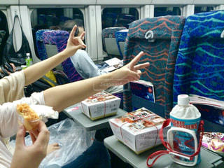 ホットドッグを食べる女性の写真・画像素材[758134]
