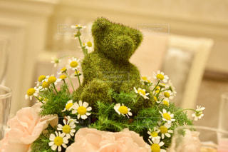 テーブルの上の花の花瓶 - No.784488