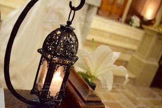 テーブルの上に座って花の花瓶の写真・画像素材[784496]