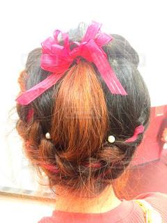 カメラを見てピンクの髪の女の写真・画像素材[1662401]