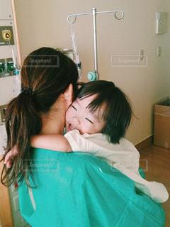 親子,愛,病院,入院,医療,手術,ハグ,母と息子