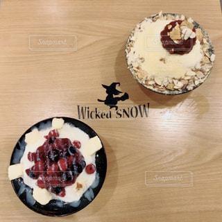 テーブルの上のケーキの写真・画像素材[803808]