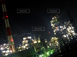 交通信号は夜ライトアップします。の写真・画像素材[1695170]