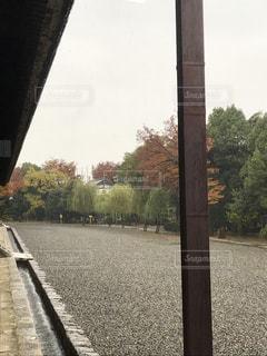 電車は道路の脇に駐車します。の写真・画像素材[875083]