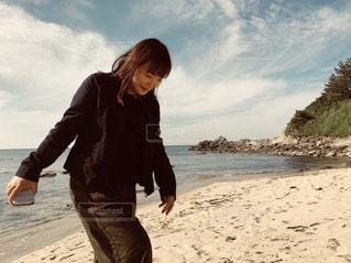 砂浜の上に乗って人の写真・画像素材[1386757]