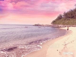 水域の隣の砂浜の写真・画像素材[3550407]