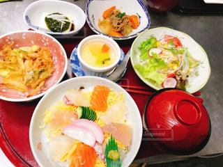 ランチ,唐津,1000円,寿し幸,日替わりおかず3品,手作りデザート付き,汁物と野菜サラダ,ちらしセット