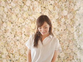 白いシャツの女 - No.892062