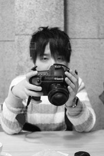 カメラを持った男性の写真・画像素材[825848]