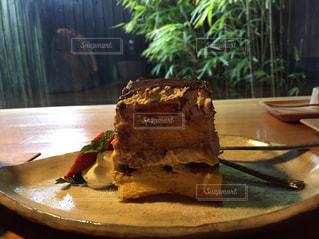 皿の上のケーキの一部の写真・画像素材[822647]