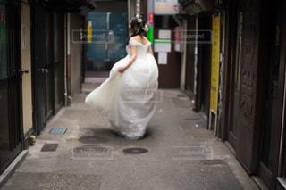 歩道を歩く人の写真・画像素材[784121]