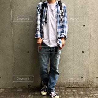 歩道に立っている人の写真・画像素材[1145916]