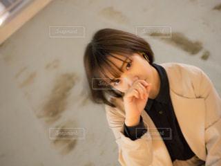 携帯電話で通話中の女性の写真・画像素材[1287453]