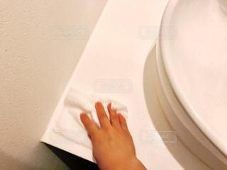 バスルームに座る人の写真・画像素材[819992]