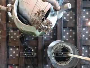 アイスコーヒーと時計 - No.1056537