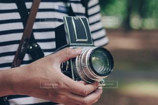カメラを持っている手 - No.1236374